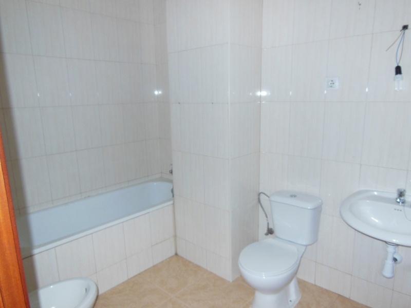 Piso en venta en Castellet I la Gornal, Barcelona, Carretera Barcelona, 96.000 €, 3 habitaciones, 2 baños, 108 m2