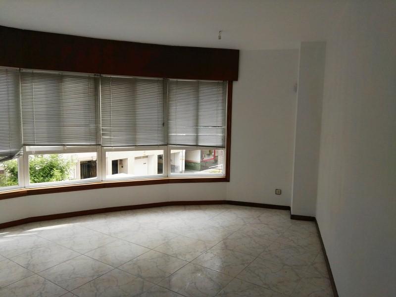 Piso en venta en Piso en Ponteareas, Pontevedra, 75.000 €, 3 habitaciones, 2 baños, 108 m2, Garaje