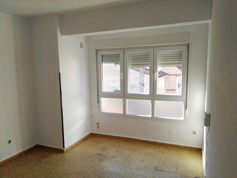 Piso en venta en El Entrego / L´entregu, San Martín del Rey Aurelio, Asturias, Avenida la Paz, 46.000 €, 3 habitaciones, 1 baño, 107 m2