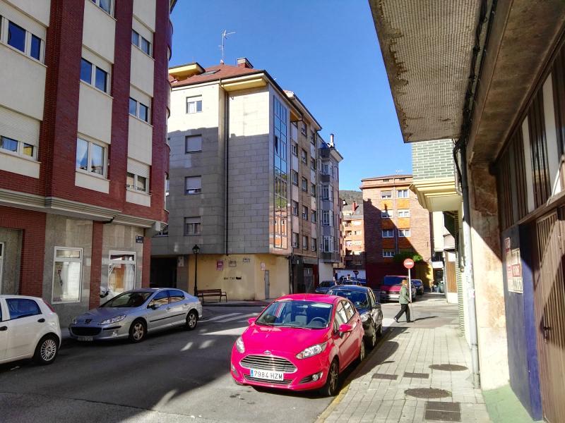 Piso en venta en San Martín del Rey Aurelio, Asturias, Avenida la Paz, 46.000 €, 3 habitaciones, 1 baño, 107 m2