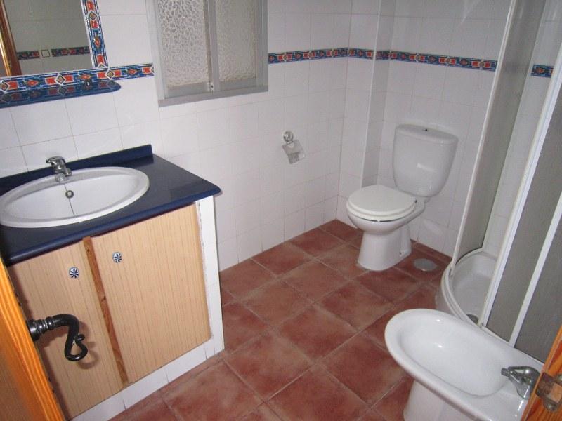 Piso en venta en Tarifa, Cádiz, Calle Grupo Cardenal Cisneros, 155.000 €, 3 habitaciones, 1 baño, 100 m2
