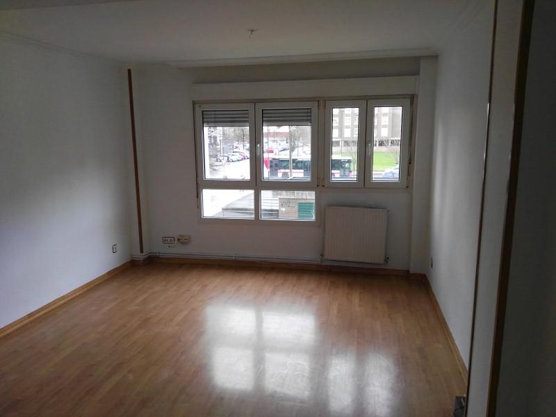 Piso en venta en Distrito Sur, Gijón, Asturias, Calle del Puerto de Cerredo, 142.000 €, 4 habitaciones, 2 baños, 109 m2