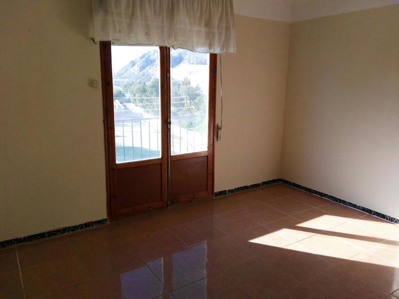 Piso en venta en Barri de L´almartx, Jijona/xixona, Alicante, Calle Juan de la Cierva, 27.000 €, 3 habitaciones, 1 baño, 79 m2