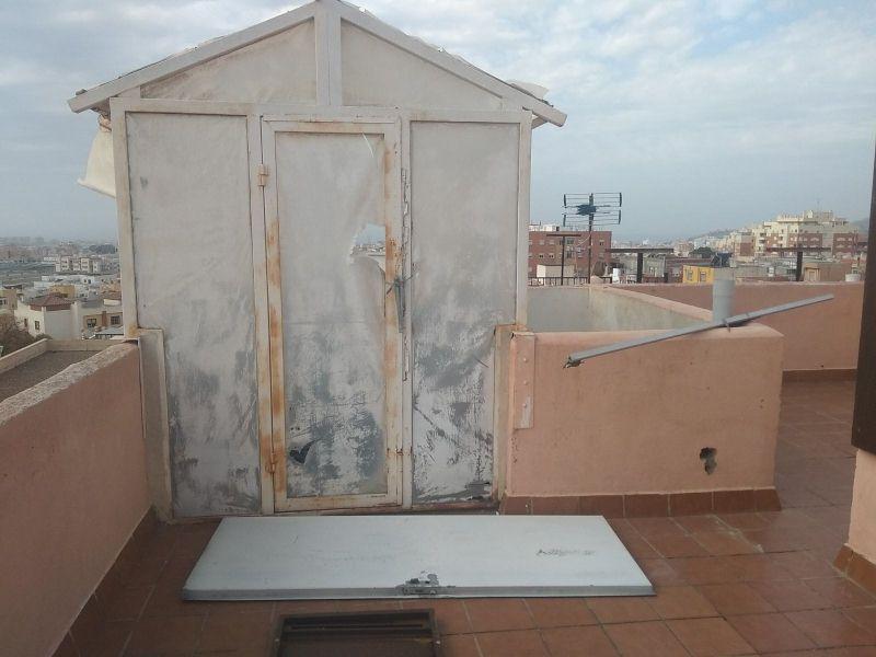 Casa en venta en Almería, Almería, Calle Sierra de Maria, 45.000 €, 3 habitaciones, 1 baño, 120 m2