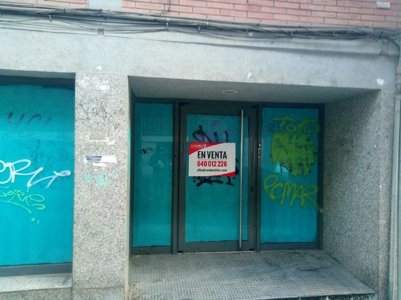 Local en venta en Sant Crist de Can Cabanyes, Badalona, Barcelona, Calle Sant Joan de la Creu, 89.000 €, 130 m2