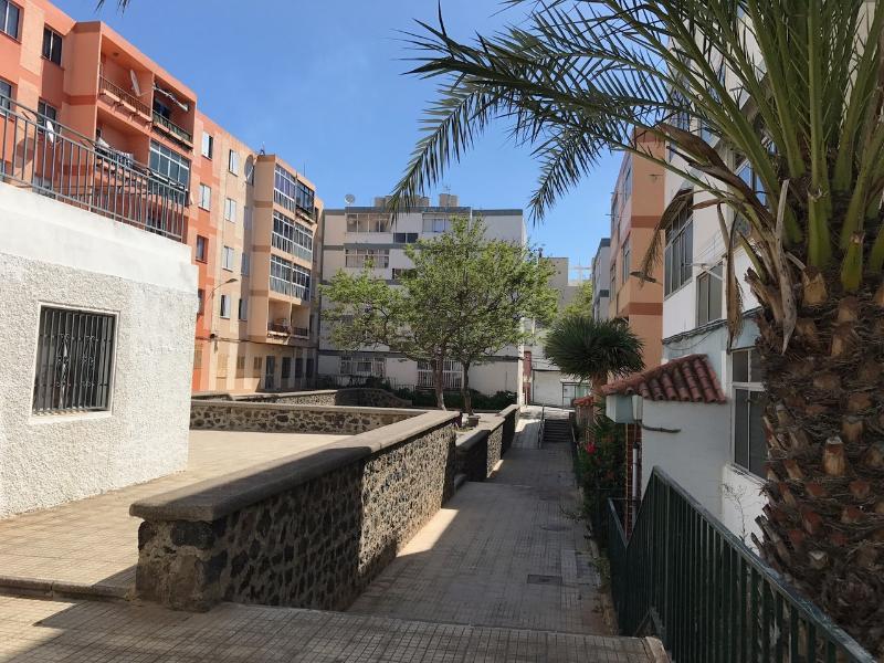 Piso en venta en San Cristobal de la Laguna, Santa Cruz de Tenerife, Calle Cardonal Barriada, 42.000 €, 3 habitaciones, 1 baño, 78 m2