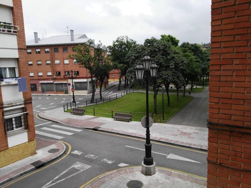Piso en venta en La Corredoria Y Ventanielles, Oviedo, Asturias, Calle Doña Iluminada, 50.000 €, 3 habitaciones, 1 baño, 90 m2
