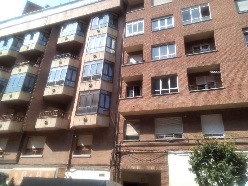 Piso en venta en La Corredoria Y Ventanielles, Oviedo, Asturias, Calle Saturnino Fresno, 66.000 €, 2 habitaciones, 1 baño, 69 m2