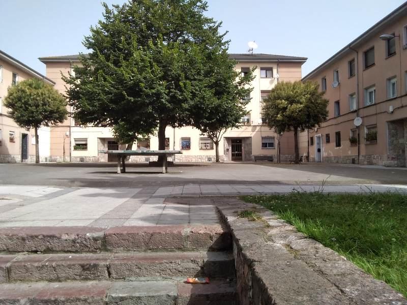 Piso en venta en San Lázaro Y Otero, Oviedo, Asturias, Calle Río Sella, 32.000 €, 3 habitaciones, 1 baño, 63 m2