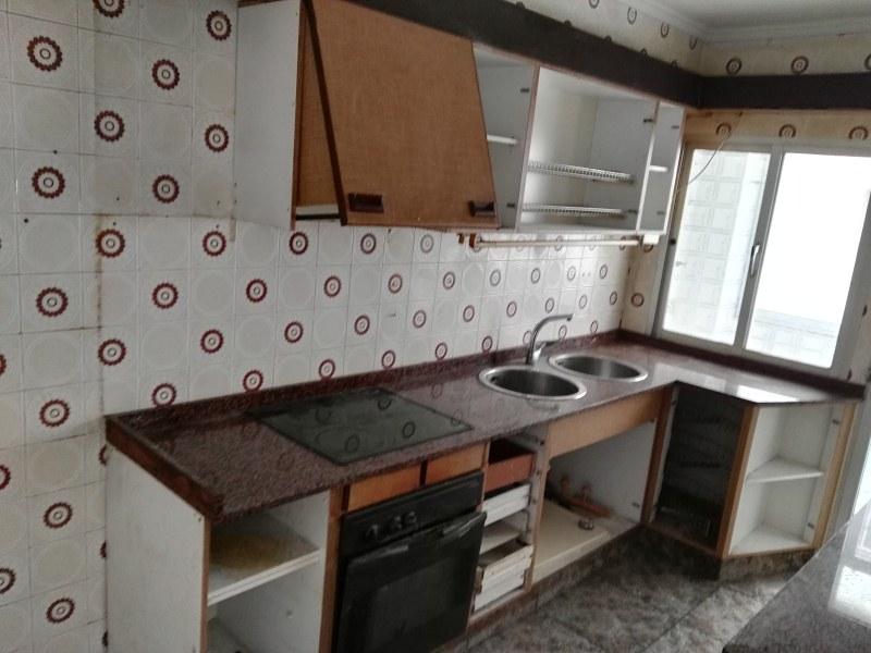 Piso en venta en Torrent, Valencia, Calle de Les Germanies, 76.000 €, 4 habitaciones, 1 baño, 125 m2
