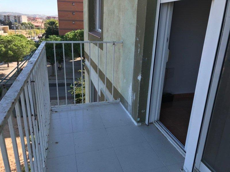 Piso en venta en Tarragona, Tarragona, Calle Riu Ter, 78.000 €, 3 habitaciones, 1 baño, 87 m2