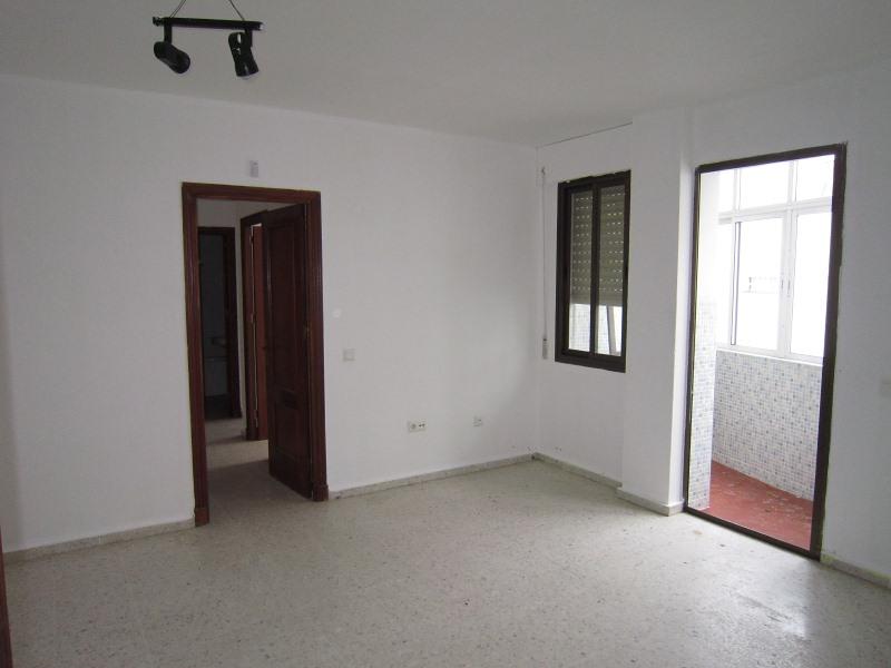 Piso en venta en Benalup-casas Viejas, Benalup-casas Viejas, Cádiz, Calle Alamos Blancos, 68.000 €, 3 habitaciones, 2 baños, 92 m2