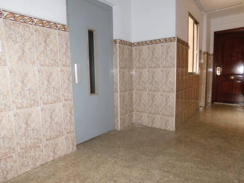 Piso en venta en Huelva, Huelva, Calle Legión Española, 56.000 €, 3 habitaciones, 1 baño, 75 m2