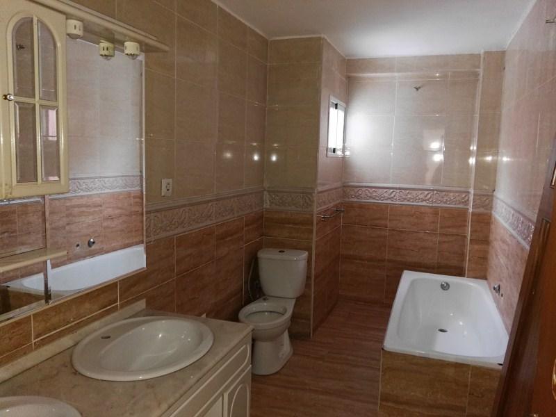 Piso en venta en Piso en Torrent, Valencia, 73.000 €, 4 habitaciones, 1 baño, 140 m2