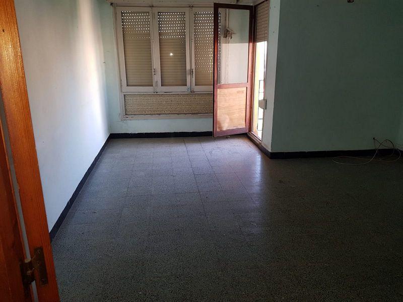 Piso en venta en Castellón de la Plana/castelló de la Plana, Castellón, Plaza Isabel la Catolica, 27.000 €, 3 habitaciones, 1 baño, 104 m2
