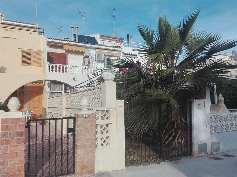 Piso en venta en Torrevieja, Alicante, Urbanización Cala Dorada, 96.000 €, 3 habitaciones, 1 baño, 67 m2