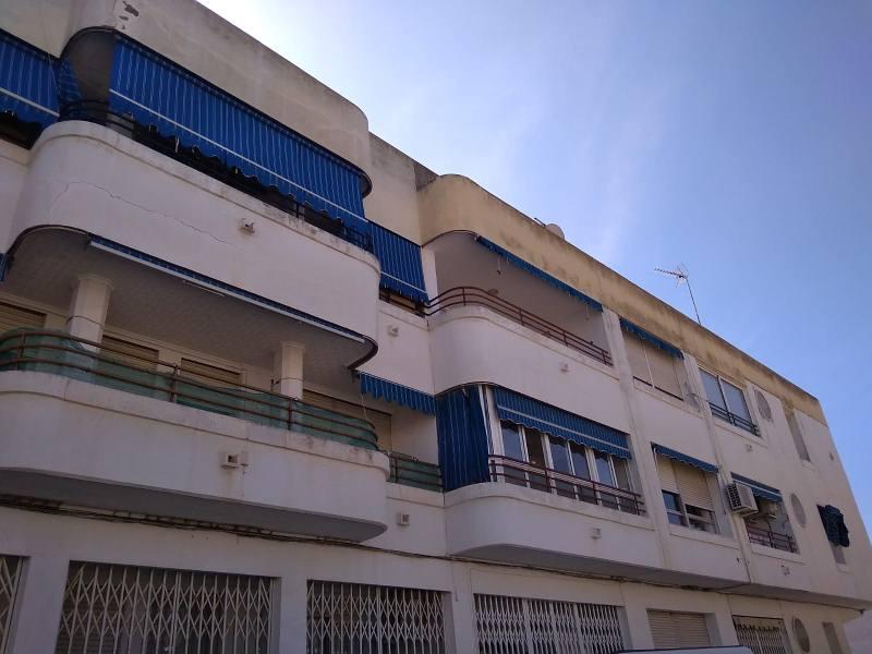 Piso en venta en San Miguel de Salinas, Alicante, Calle 19 de Abril, 40.000 €, 3 habitaciones, 1 baño, 108 m2