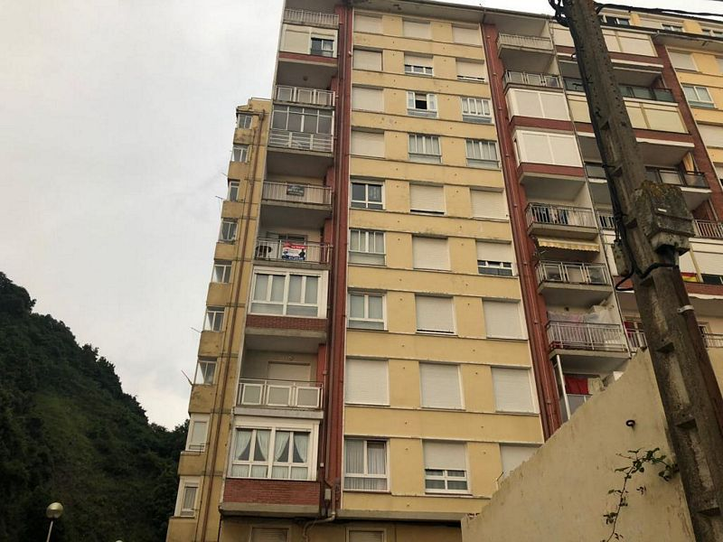 Piso en venta en Laredo, Cantabria, Calle Doctor Federico Lastra, 211.000 €, 3 habitaciones, 1 baño, 88,07 m2