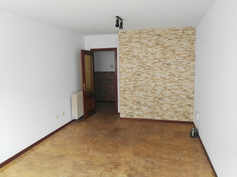 Piso en venta en Navatejera, Villaquilambre, León, Calle San Pedro, 80.000 €, 3 habitaciones, 2 baños, 109 m2