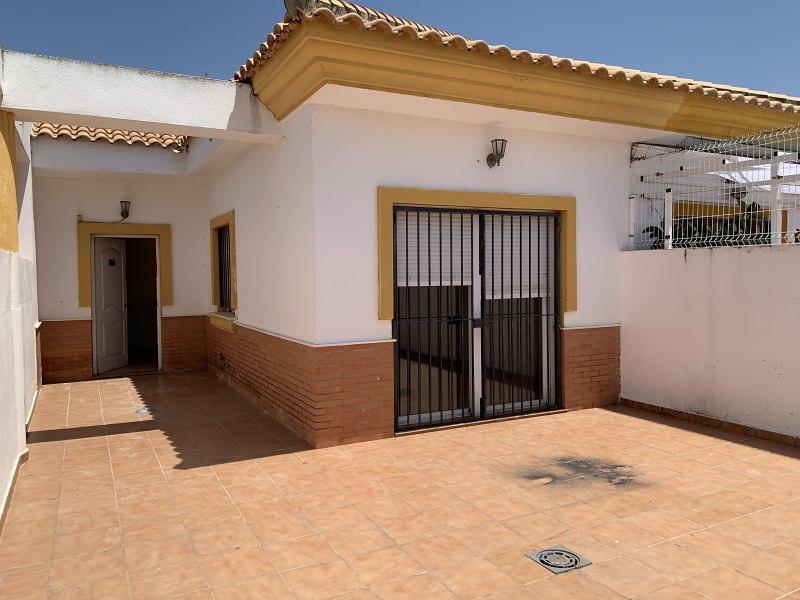 Piso en venta en Aljaraque, Huelva, Avenida de la Magnolias, 105.000 €, 4 habitaciones, 2 baños, 108 m2