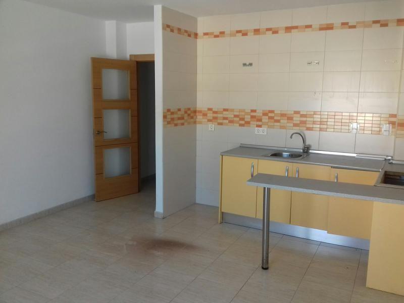 Piso en venta en Oliveros, Almería, Almería, Calle Ecuador, 87.000 €, 3 habitaciones, 1 baño, 83 m2