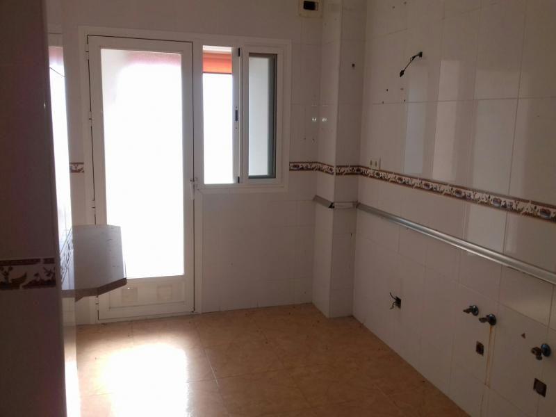 Piso en venta en Regiones Devastadas, Almería, Almería, Calle Miguel Angel, 72.000 €, 2 habitaciones, 1 baño, 83 m2