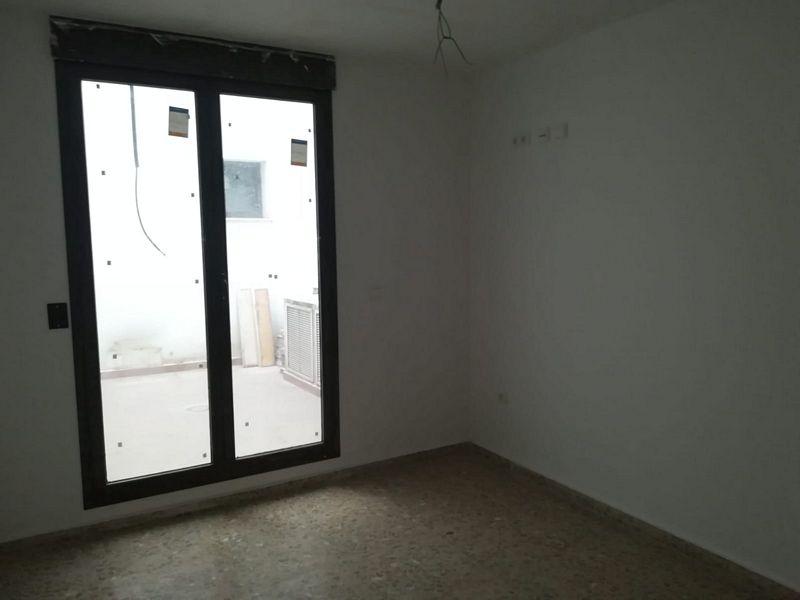 Piso en venta en Urb. Casa Blanca, Requena, Valencia, Calle Luis Vives, 100.000 €, 3 habitaciones, 2 baños, 116,9 m2