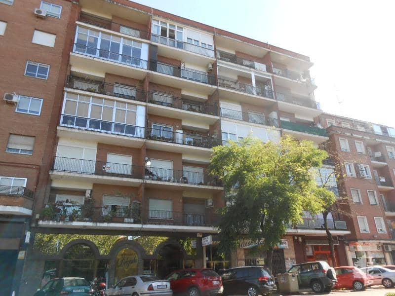 Piso en venta en Barrio de Santa Maria, Talavera de la Reina, Toledo, Avenida Pio Xii, 73.000 €, 5 habitaciones, 1 baño, 133 m2