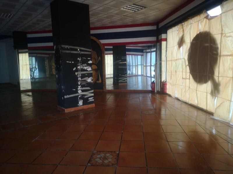 Local en venta en Sevilla, Sevilla, Calle Luis Fuentes Bejarano, 94.000 €, 122 m2