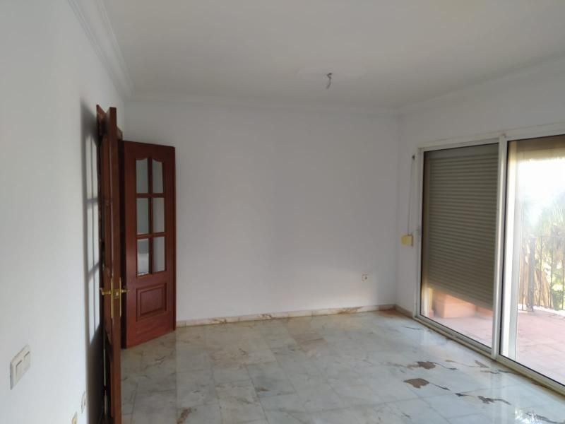 Piso en venta en Carbonal, Algeciras, Cádiz, Avenida de la Palama Edificio Don Rodrigo, 130.000 €, 109 m2
