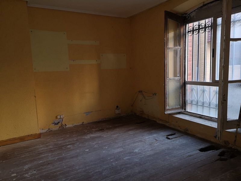 Piso en venta en Burgos, Burgos, Calle Procurador, 55.900 €, 3 habitaciones, 1 baño, 72 m2