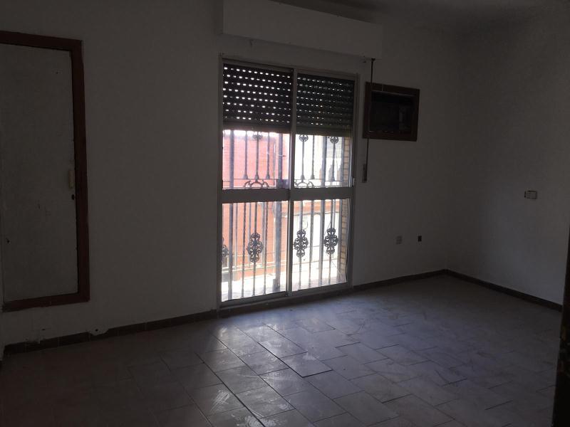 Piso en venta en Distrito Cerro-amate, Sevilla, Sevilla, Calle Villaverde, 91.000 €, 4 habitaciones, 2 baños, 153 m2