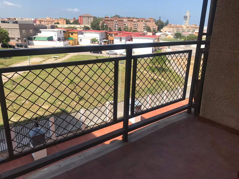 Piso en venta en Punta Carnero, Algeciras, Cádiz, Calle Antonio Machado, 75.000 €, 3 habitaciones, 2 baños, 110 m2