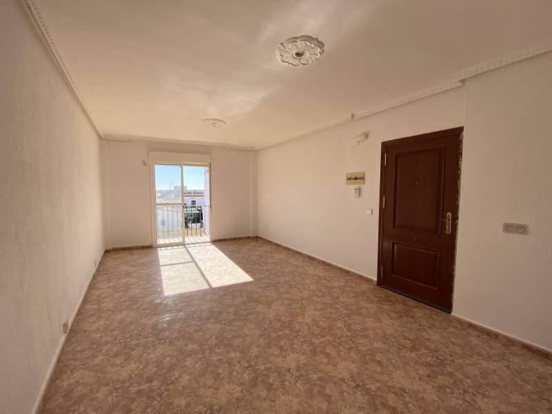 Piso en venta en Gibraleón, Huelva, Avenida Reyes Católicos, 79.000 €, 3 habitaciones, 1 baño, 91 m2