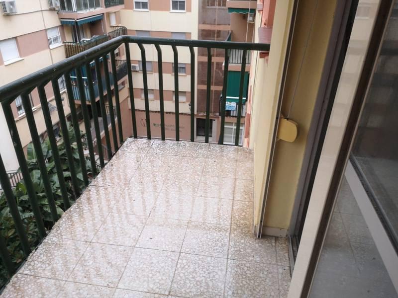 Piso en venta en Barriada Islas Canarias, Estepona, Málaga, Calle Híspalis, 130.000 €, 3 habitaciones, 1 baño, 102 m2
