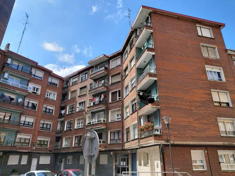 Piso en venta en Kueto, Sestao, Vizcaya, Calle Autonomía, 117.000 €, 2 habitaciones, 1 baño, 76 m2
