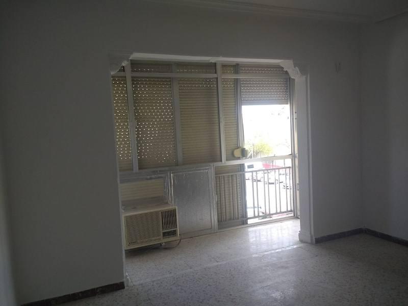 Piso en venta en Distrito Este-alcosa-torreblanca, Sevilla, Sevilla, Plaza de la Tendillas, 91.000 €, 3 habitaciones, 1 baño, 95 m2