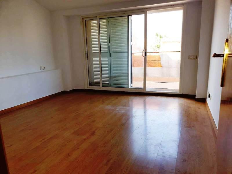 Piso en venta en Poble Nou, Terrassa, Barcelona, Calle de Terque, 186.000 €, 2 habitaciones, 1 baño, 109 m2
