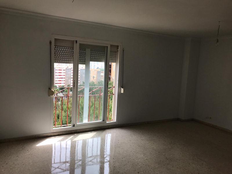Piso en venta en El Rinconcillo, Algeciras, Cádiz, Avenida Asia, 138.000 €, 3 habitaciones, 2 baños, 105 m2