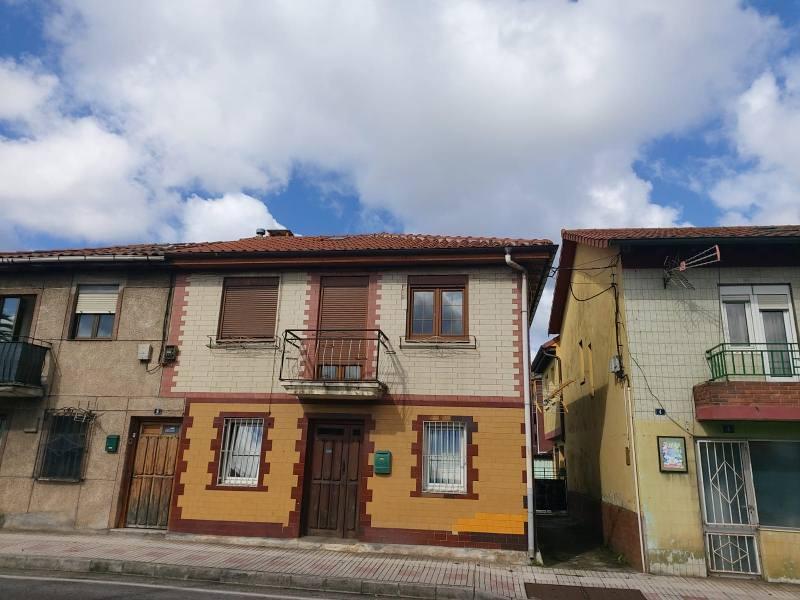 Piso en venta en El Astillero, Cantabria, Calle Sainz Y Trevilla, 36.000 €, 2 habitaciones, 1 baño, 55 m2