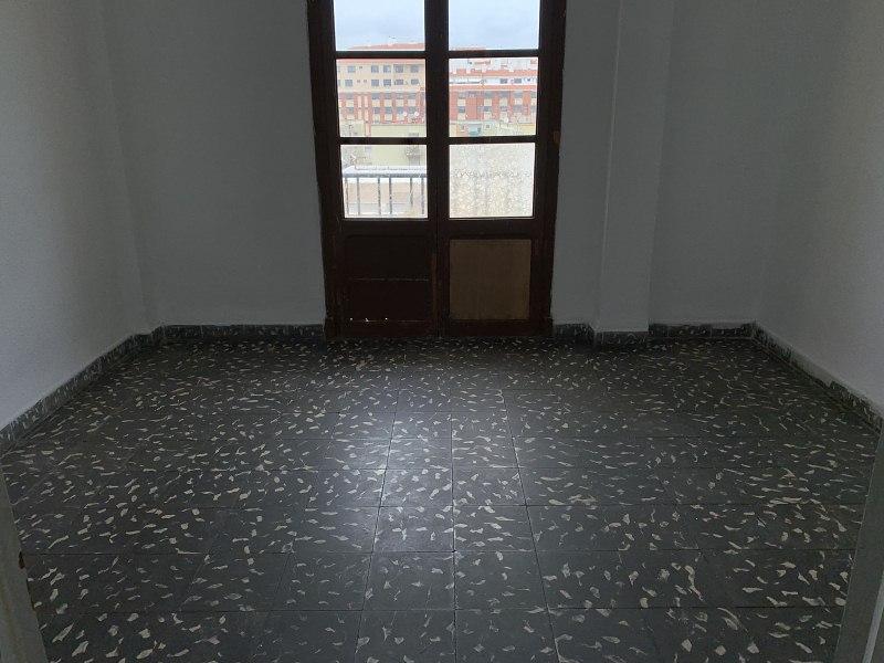 Piso en venta en Urbanización Penyeta Roja, Castellón de la Plana/castelló de la Plana, Castellón, Calle Hermanos Villafañe, 36.000 €, 3 habitaciones, 1 baño, 73 m2