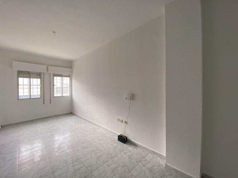 Piso en venta en Gibraleón, Huelva, Calle Cervantes, 86.000 €, 4 habitaciones, 2 baños, 109 m2