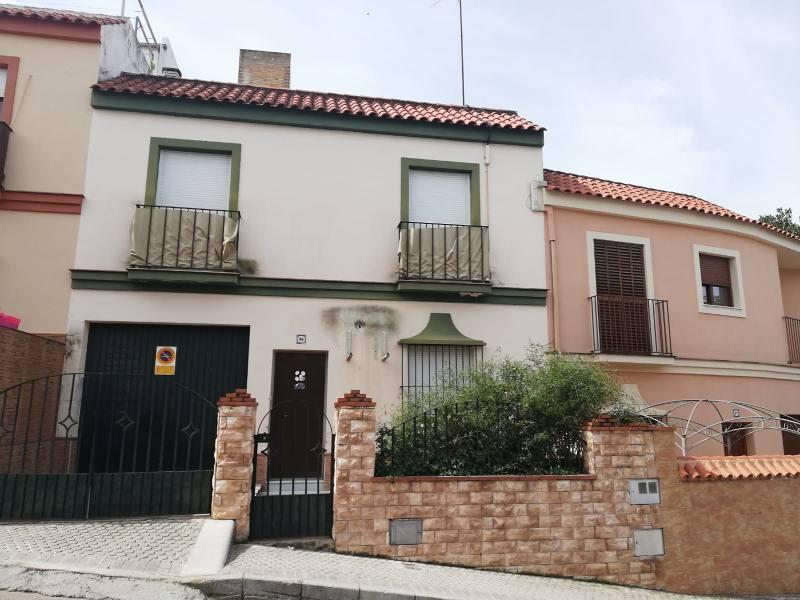 Piso en venta en Morón de la Frontera, Sevilla, Calle de los Diteros, 137.000 €, 3 habitaciones, 2 baños, 126 m2