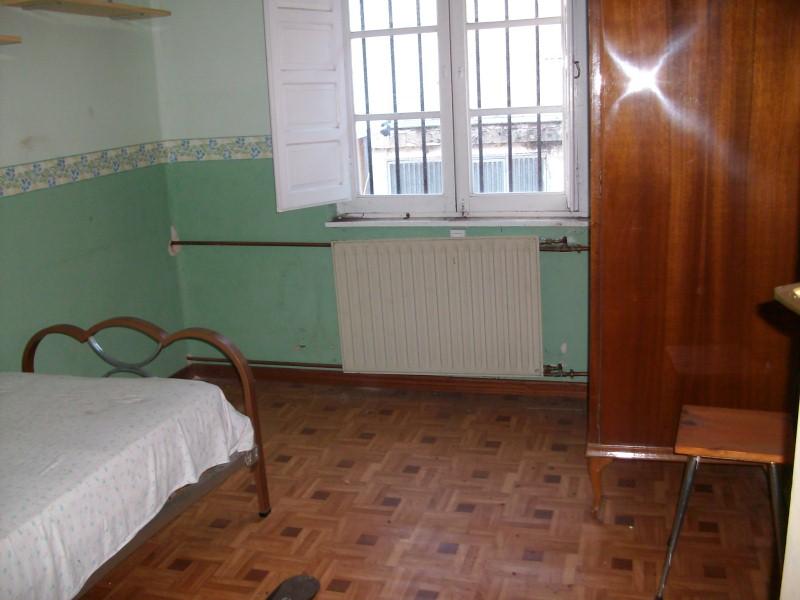 Piso en venta en Tineo, Asturias, Carretera General, 59.000 €, 11 habitaciones, 4 baños, 210 m2