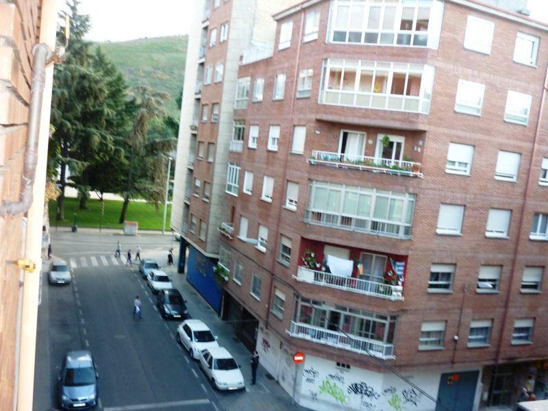 Piso en venta en Flores del Sil, Ponferrada, León, Calle Alfredo Agosti, 46.000 €, 3 habitaciones, 1 baño, 104 m2