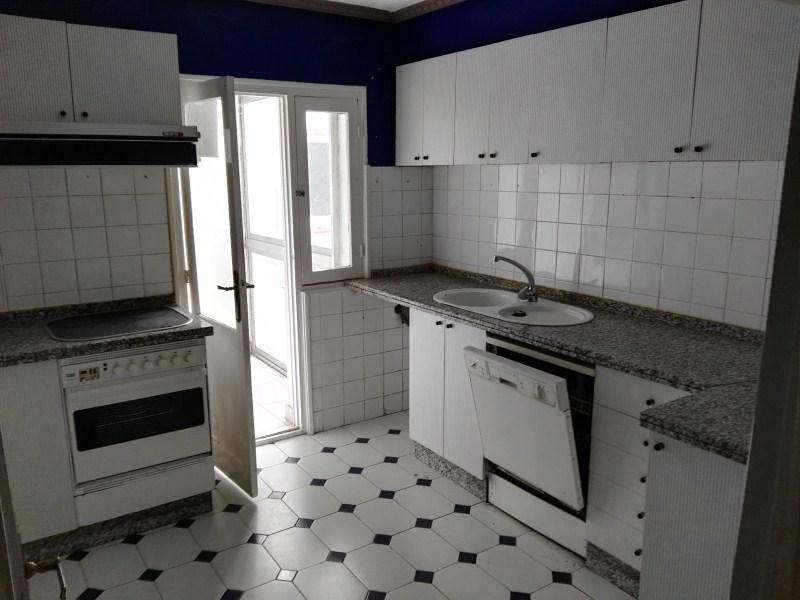 Piso en venta en León, León, Calle Peña Pinta, 59.000 €, 3 habitaciones, 1 baño, 108 m2