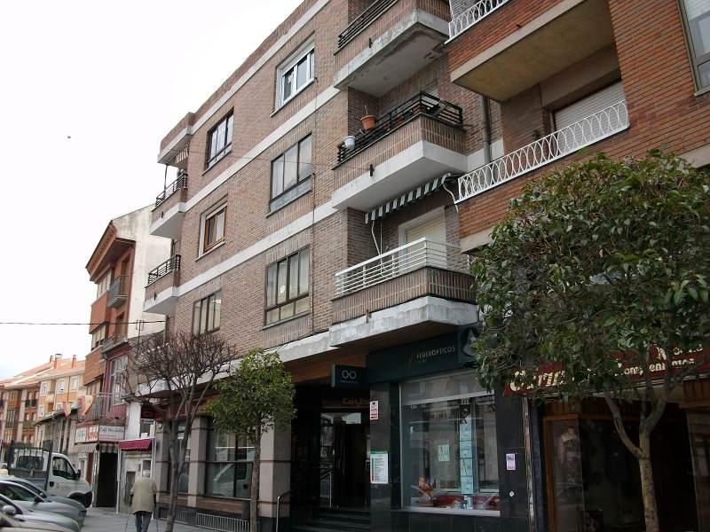 Piso en venta en Íscar, Valladolid, Calle Real, 42.000 €, 3 habitaciones, 1 baño, 98 m2