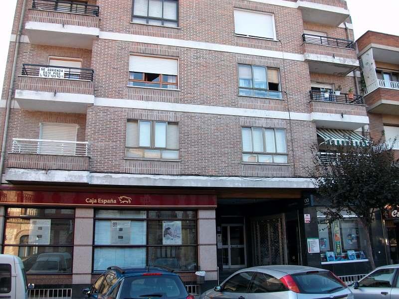 Piso en venta en Íscar, Valladolid, Calle Real, 35.000 €, 3 habitaciones, 1 baño, 98 m2