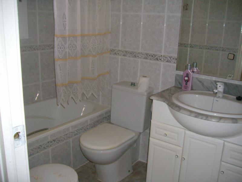 Piso en venta en Tarragona, Tarragona, Avenida Carrasco I Formiguera, 73.000 €, 4 habitaciones, 1 baño, 108 m2