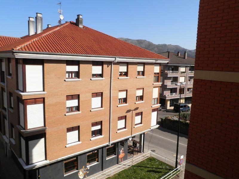 Piso en venta en Somahoz, los Corrales de Buelna, Cantabria, Avenida Cantabria, 58.000 €, 3 habitaciones, 1 baño, 84 m2